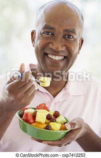 comer, salada, meio, fruta, fresco, envelhecido, homem - csp7412253