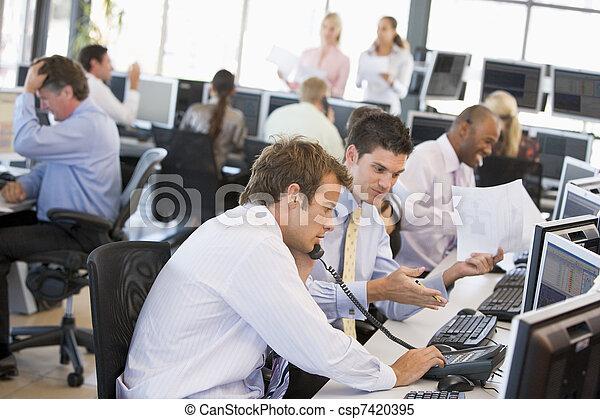 comerciantes, ocupado, estoque, escritório, vista - csp7420395