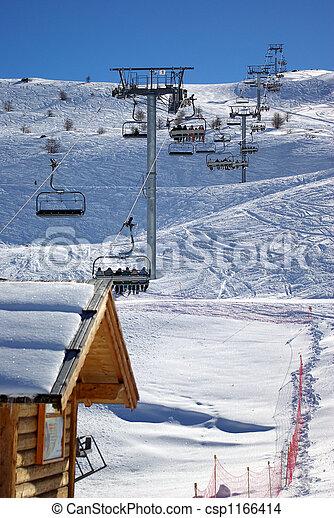 Levantamiento de esquí - csp1166414