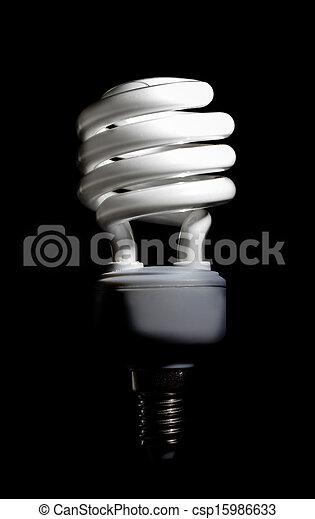 Energía ahorrando una bombilla fluorescente compacta - csp15986633