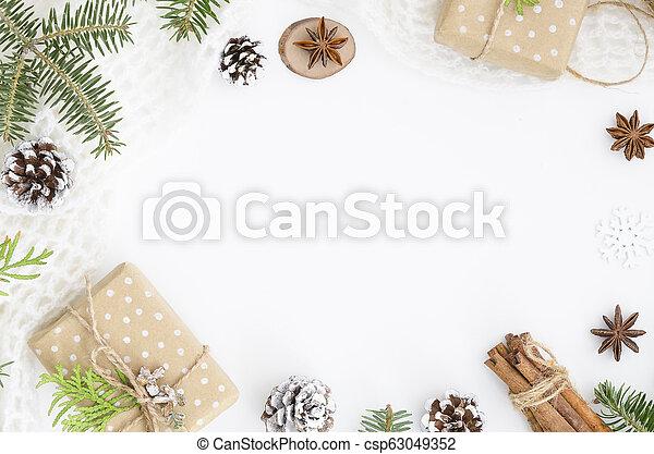 composition., boks, górny, chodnikowiec, prospekt, gwiazda, jodła, mockup, stożki, anyż, sosna, tło., białe boże narodzenie, płaski, bohater, space., ręka, kopia, gałęzie, wtyka, robiony, dar, drzewo, cynamon, pieśń - csp63049352
