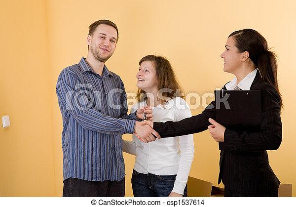 Comprando un nuevo hogar - csp1537614