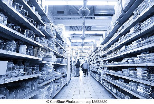 De compras en el supermercado - csp12582520