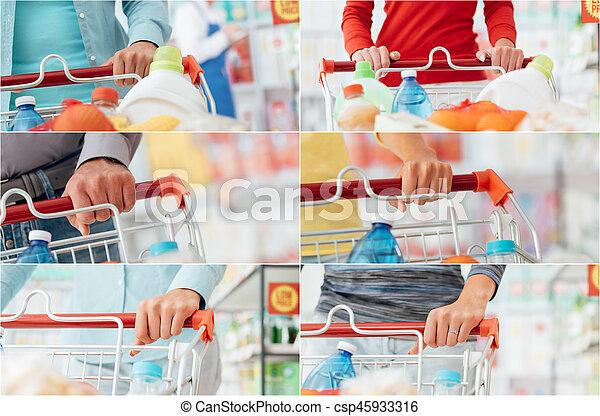 Gente comprando en el supermercado - csp45933316