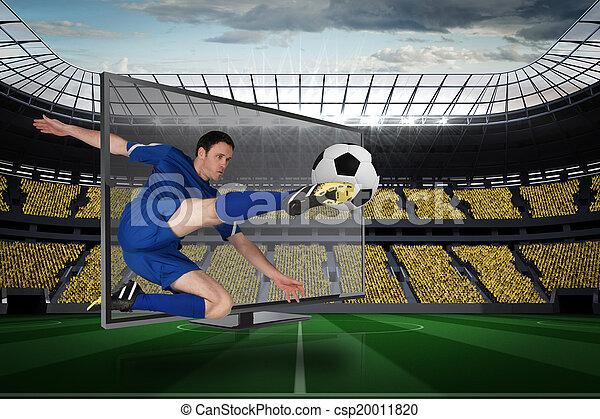 Imagen compuesta de futbolista en forma pateando pelota a través de la televisión - csp20011820