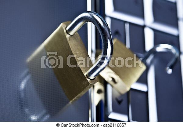 La tapa con cadenas - csp2116657