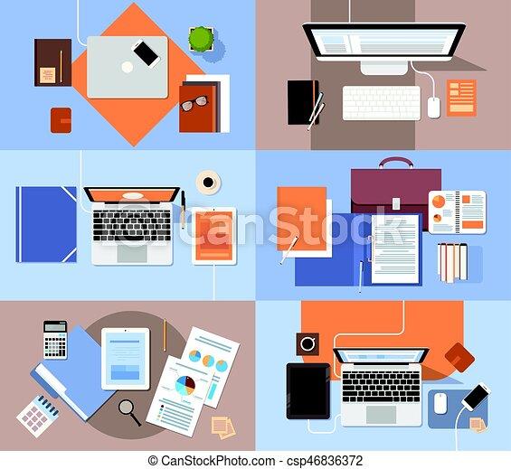 El escritorio del lugar de trabajo puso una computadora portátil de tablet con documentos de papel reporta gráfico financiero - csp46836372