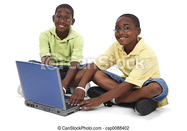 Computadora de hermanos - csp0088402