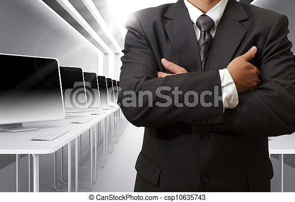 Profesor y sala de clases de computación - csp10635743