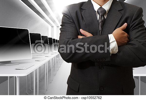 Profesor y sala de clases de computación - csp10552762