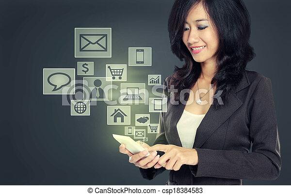 Teléfono móvil de tecnología de comunicación moderna - csp18384583