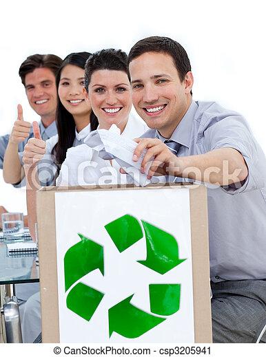 conceito, pessoas negócio, mostrando, reciclagem, jovem - csp3205941