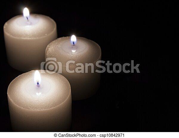 concept, bougies, fond foncé, papier, blanc - csp10842971