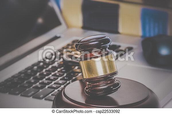 concept, informatique, photo, légal, arrière-plan., livres, marteau, droit & loi - csp22533092