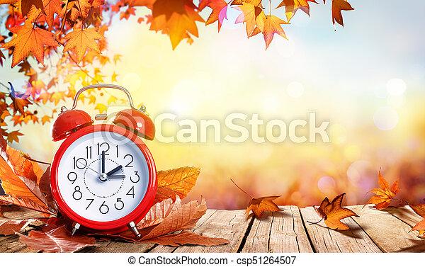 concept, klok, houten, bladeren, -, daglicht, spaarduiten, tijdsplanning - csp51264507