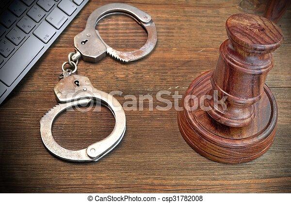 concept, menottes, cyber, crime, clavier, marteau, table - csp31782008