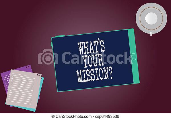 Escribir palabras de texto lo que S es su misión. El concepto de negocios por muy razón para la existencia de significado de vida tableta de pantalla vacía platillos de copa y hojas de relleno en el fondo de color blanco. - csp64493538