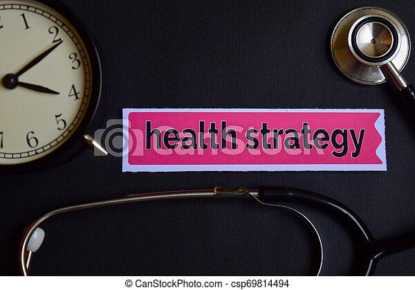 Estrategia de salud en el papel impreso con inspiración concepto de atención médica. Reloj de alarma, estetoscopio negro. - csp69814494