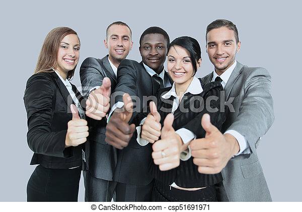 Éxito y concepto ganador: feliz equipo de negocios mostrando pulgares - csp51691971