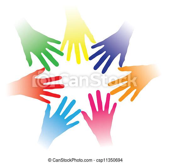 Conceptar ilustraciones de manos coloridas mantenidas juntas indicando la red social, el espíritu del equipo, la gente uniéndose, grupo multiracial de personas, asociación, ayudándose mutuamente, comunidad de personas, etc. - csp11350694