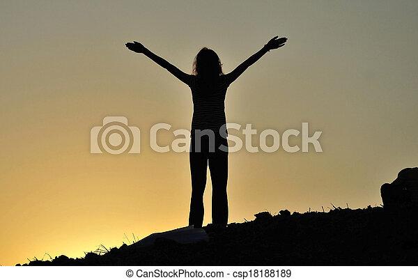 concepto, libertad, mujer, silueta, joven - csp18188189