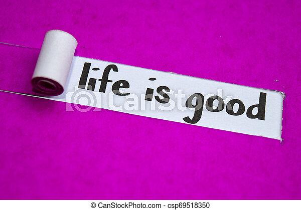 La vida es un buen texto, inspiración, motivación y concepto de negocios en papel morado - csp69518350