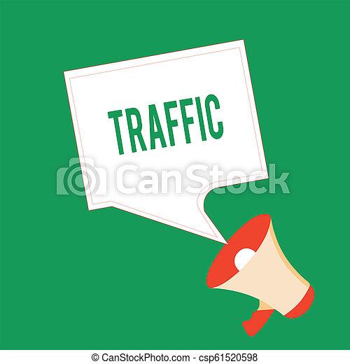 Escribiendo textos escribiendo tráfico. Concepto que significa vehículos moviéndose en un transporte de movimiento de automóviles públicos - csp61520598