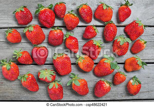 concetto, cima legno, fondo, legno, tabletop, fragole fresche, bacche, rosso, vista - csp48622421