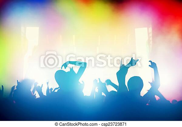 Concierto, fiesta de discoteca. La gente se divierte en el club nocturno - csp23723871