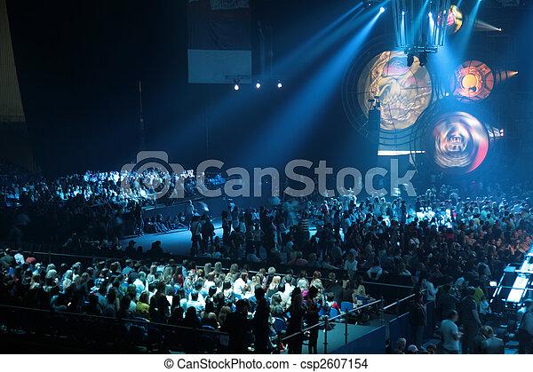 Gente en concierto - csp2607154