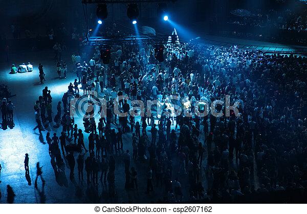 Gente en concierto - csp2607162