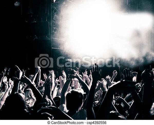 Gente del concierto - csp4392556