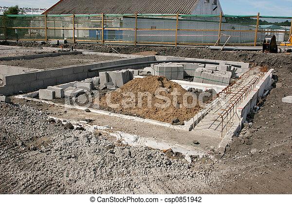 Concreto cimientos solar nuevo reforzar concreto foto de archivo buscar fotos y - Construccion casa de piedra precio ...