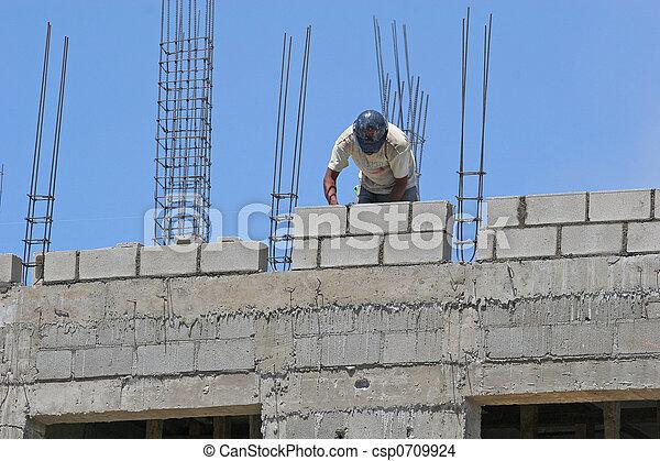 Trabajador de bloques de cemento - csp0709924