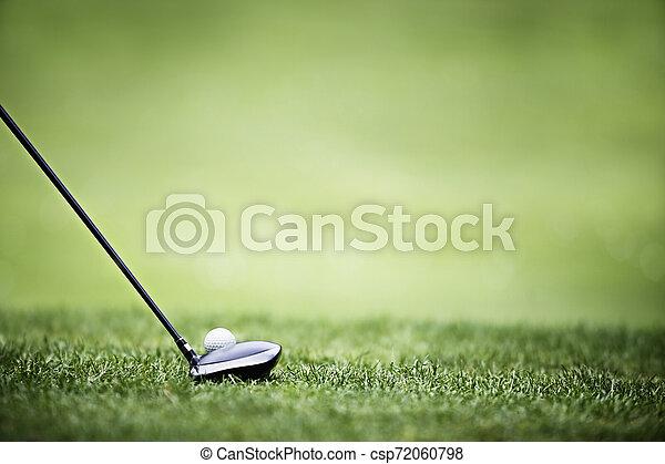 Fondo de golf con conductor y pelota. - csp72060798
