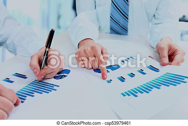 conferência, diagram., grupo, pessoas negócio, trabalho, durante, equipe, relatório, financeiro, discutir - csp53979461