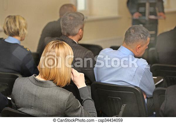 Gente en la sala de conferencias. Vista trasera - csp34434059