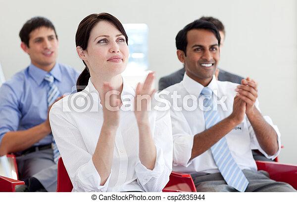 Gente de negocios internacional aplaudiendo en una conferencia - csp2835944