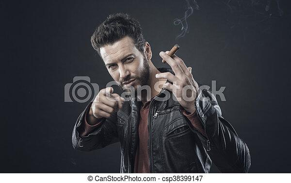 Confiado hombre de moda con puro - csp38399147