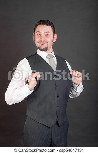 Un hombre seguro en traje - csp54847131