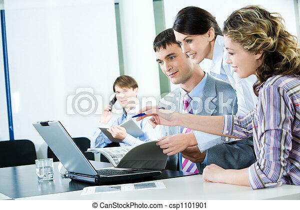 Trabajadores confiados - csp1101901