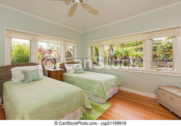 confortable, chambre à coucher - csp21169918