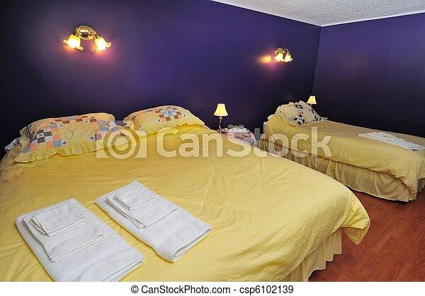 confortable, chambre à coucher - csp6102139