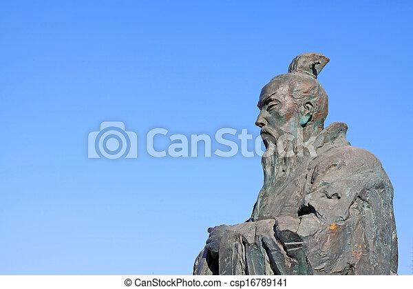 Escultura maestra del confucianismo chino antiguo - csp16789141