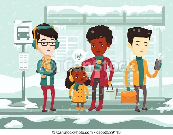 Gente multicultural congelada esperando el autobús. - csp52529115