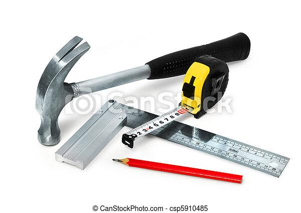 Herramientas básicas de construcción establecidas en un fondo blanco aislado - csp5910485