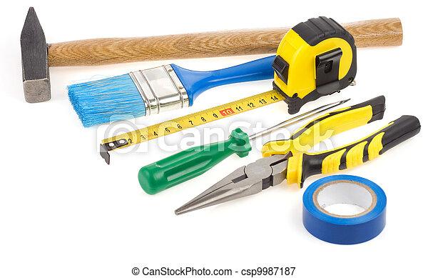 Un conjunto de herramientas de construcción aisladas en blanco - csp9987187