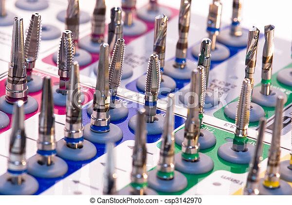 Implantación dental puesta - csp3142970