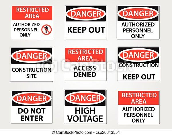 Señales de peligro y área restringida fijadas - csp28843554