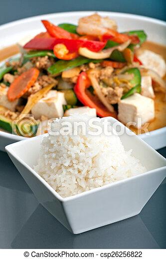 Comida tailandesa y arroz de jazmín - csp26256822